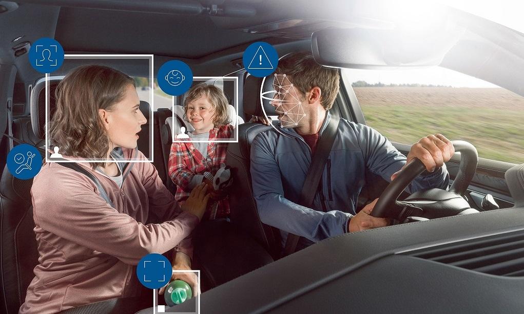 Водитель и пассажиры  под контролем камеры