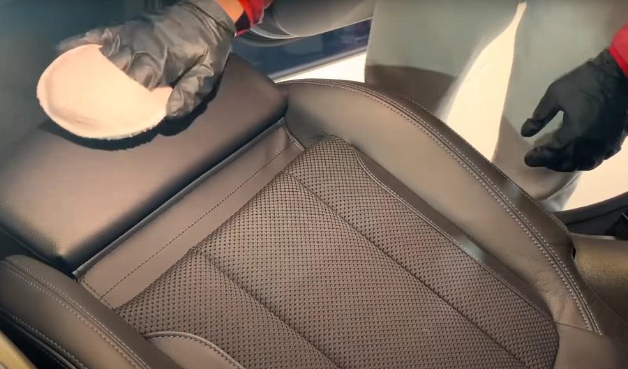 Чистка кресла из кожи