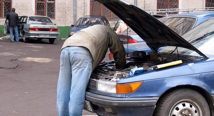 В моторном отсеке машины: что проверить под капотом