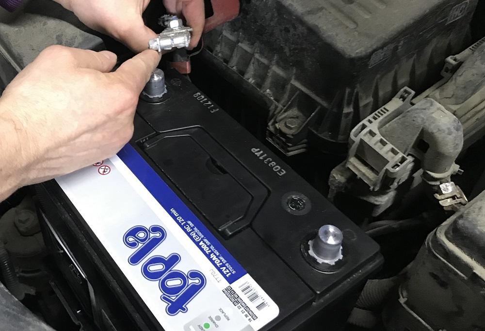 Замена аккумулятора в авто