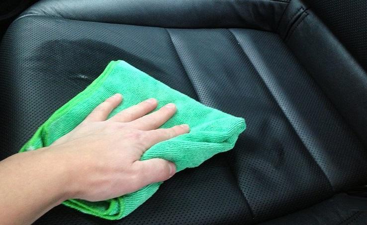 Чистка кожи в машине
