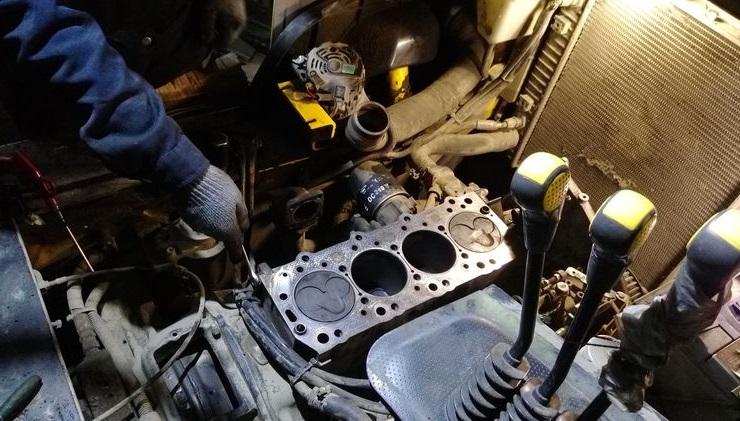 разборка автомобильного мотора