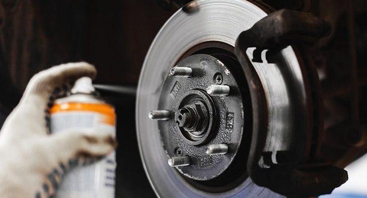 Чистка тормозов автомобиля: купить спрей или аэрозоль?