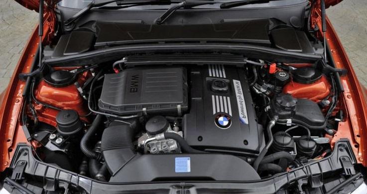 Повышение оборотов двигателя при движении машины